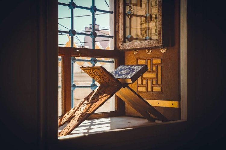 Qur'an by Window, Tokyo Camii Mosque, Tokyo Camii, Ōyamachō, Shibuya, Tokyo, Japon, April 2020 (Anis Coquelet)